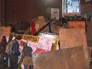 Barricade devant le cégep du Vieux-Montréal