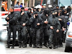 Des membres de l'unité spéciale RAID qui a donné l'assaut