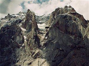 Un hélicoptère de l'armée survolant le glacier de Siachen, en 2003