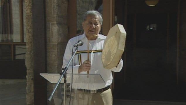 Une cérémonie autochtone, dans la cathédrale Saint-Boniface à Winnipeg