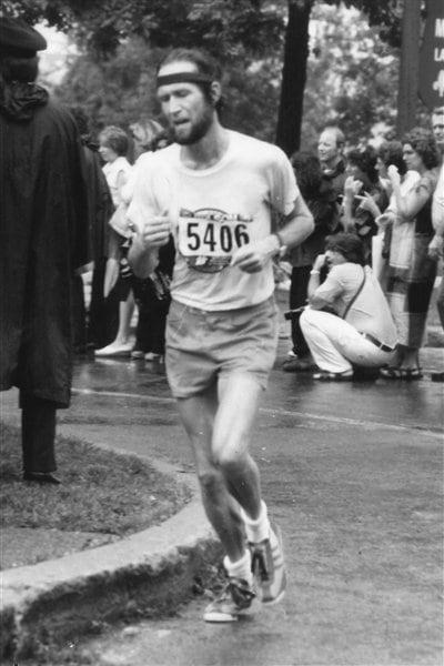 Serge Mongeau participe pour la première fois au marathon de Montréal en 1979.