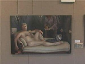 La toile « Emperor Haute Couture » de l'artiste Margaret Sutherland est exposée à la bibliothèque publique de Kingston.