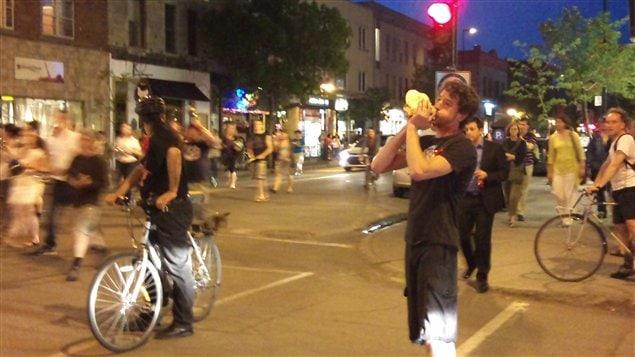 Vacarme sur la rue Mont-Royal, à Montréal, le 23 mai 2012