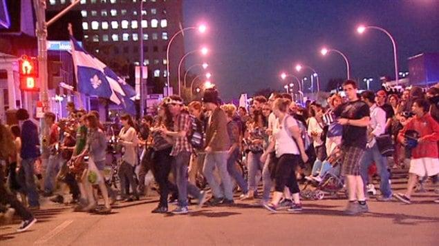 Plus de 250 personnes ont participé à une manifestation, samedi soir, dans les rues de Gatineau.