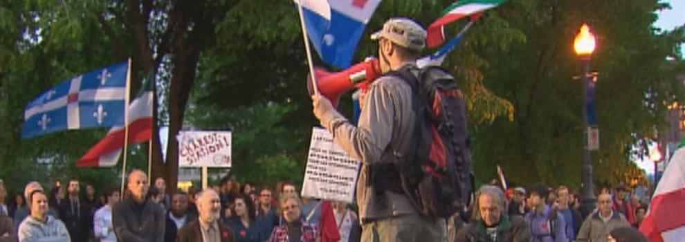 La 32e manifestation nocturne de Québec a attiré quelques centaines de personnes vendredi soir.