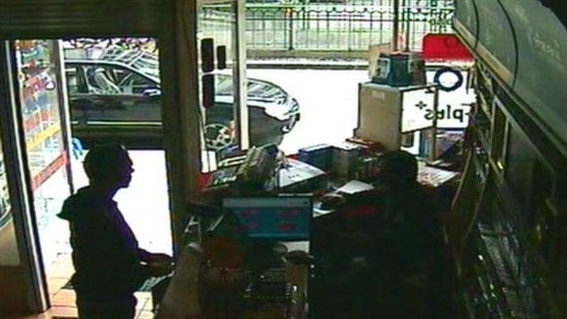 Luka Rocco Magnotta s'adresse à l'employé du café internet où il a été arrêté.