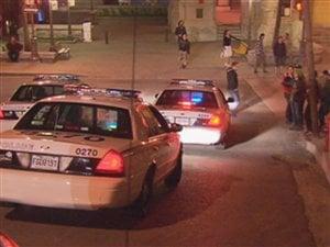 Les policiers semblent avoir changé de stratégie avec les manifestants.