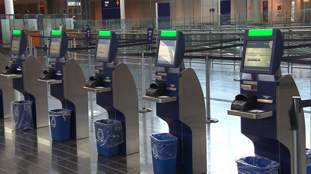 Montr al trudeau nouvelle technologie pour r duire l - Agent de comptoir aeroport ...