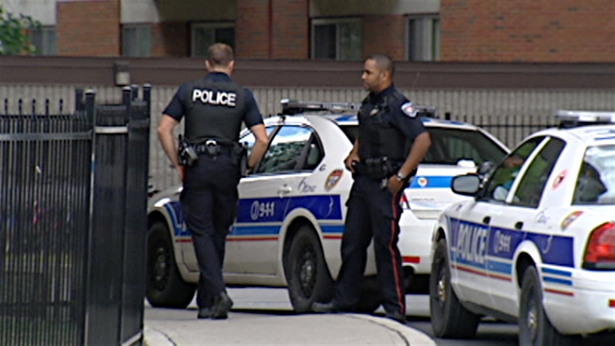 Количество полицейских на душу населения достигло в Канаде 13-летнего минимума