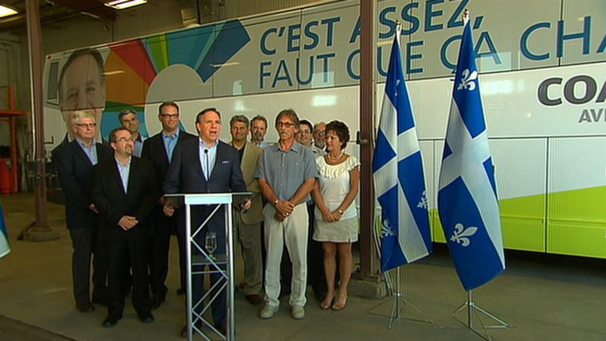 François Legault et des candidats caquistes dans la région de Québec.
