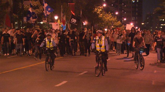 Manifestation nocturne à Montréal le 13 août 2012