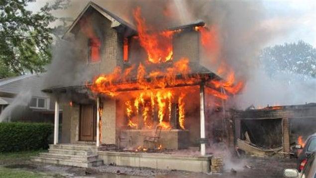 un incendie d truit une maison ottawa ici radio. Black Bedroom Furniture Sets. Home Design Ideas