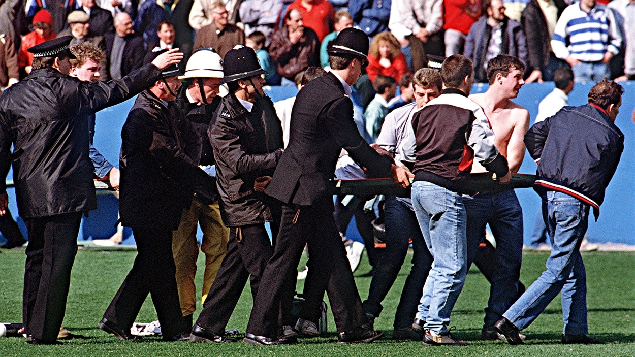 Les secours improvisés à Sheffield, le 15 avril 1989