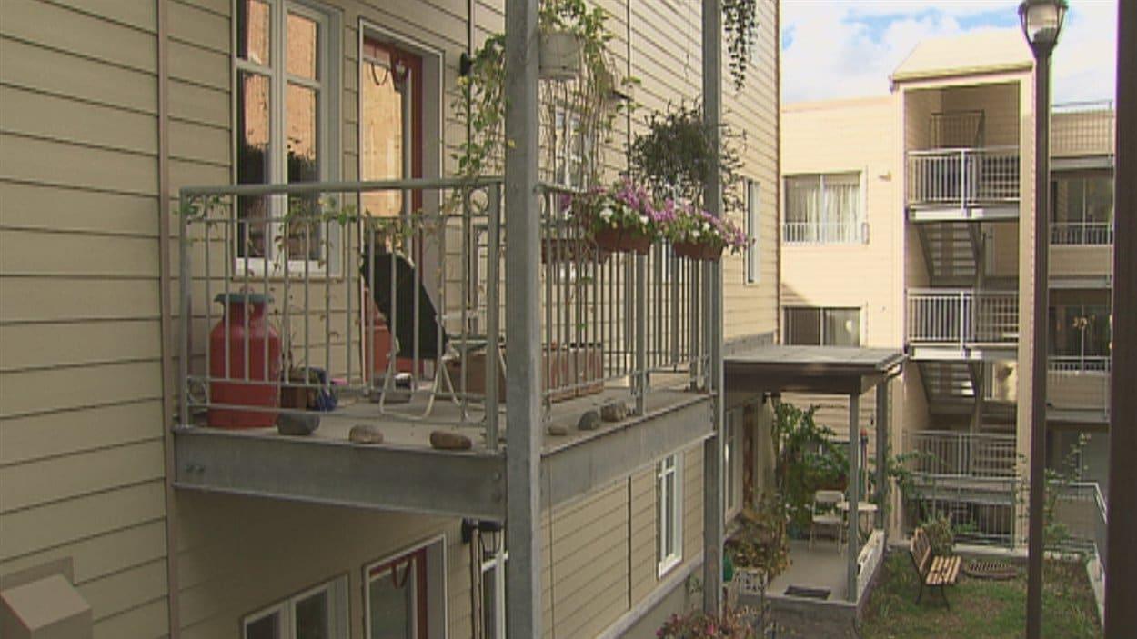 division id ologique au sein des coop ratives d 39 habitation ici radio. Black Bedroom Furniture Sets. Home Design Ideas