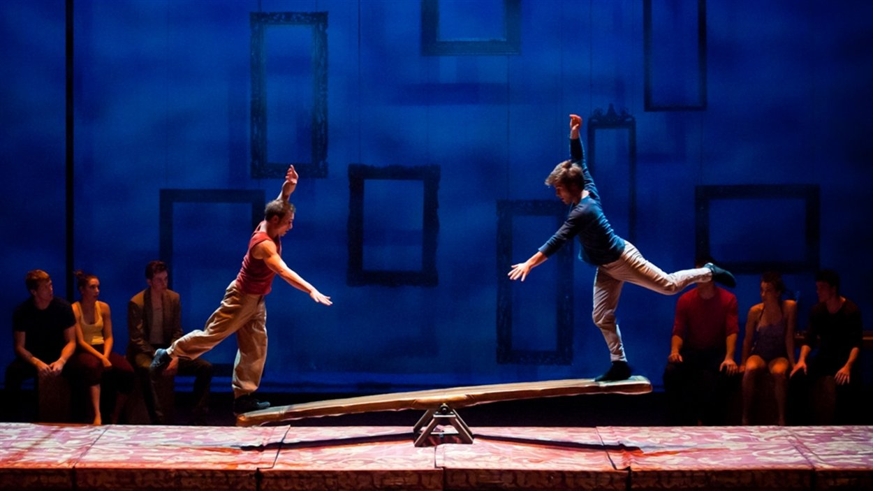 La nouvelle production de la troupe Les 7 doigts de la main, Séquence 8