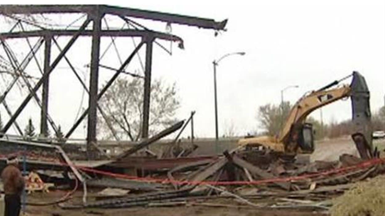 Démolition du pont Victoria à Saskatoon