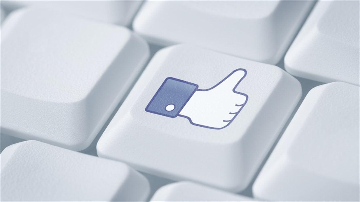 Touche «like» sur un clavier d'ordinateur