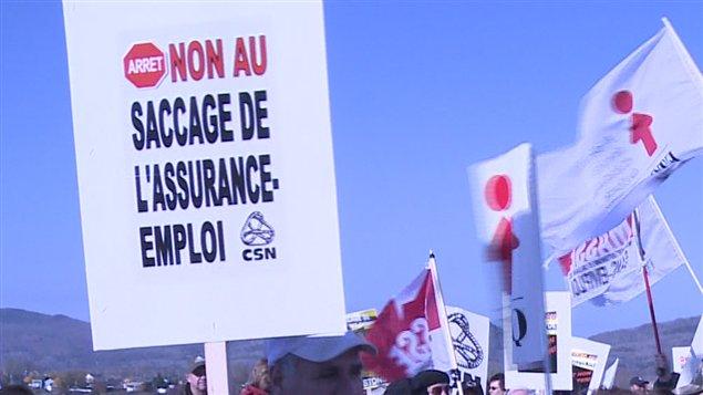 Manifestation contre la réforme de l'assurance-emploi à Pointe-à-la-Croix.
