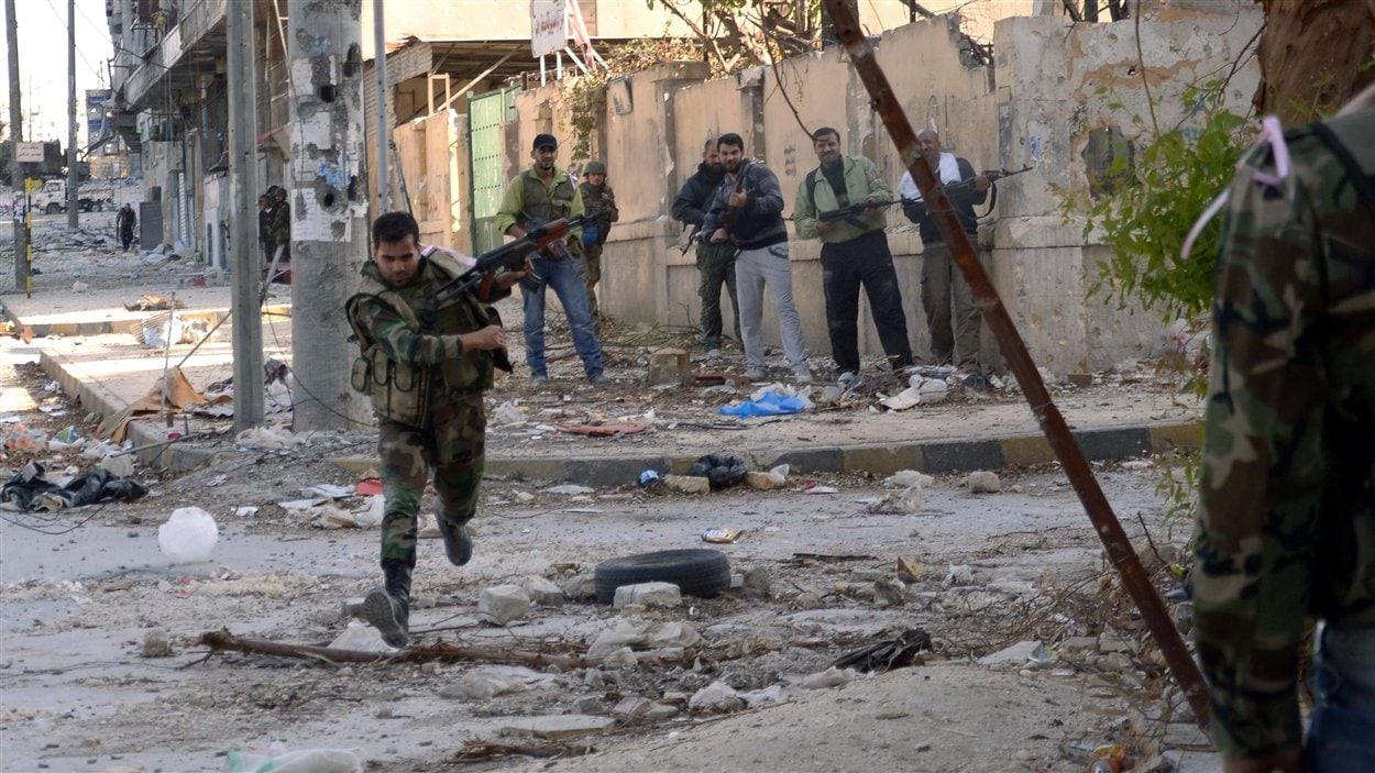 Combats entre rebelles syriens et soldats de l'armée régulière à Alep.