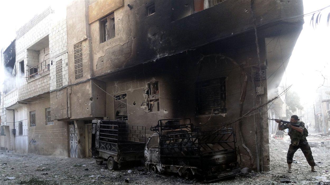 Les combats se sont poursuivis mercredi dans plusieurs quartiers de la banlieue de Damas.