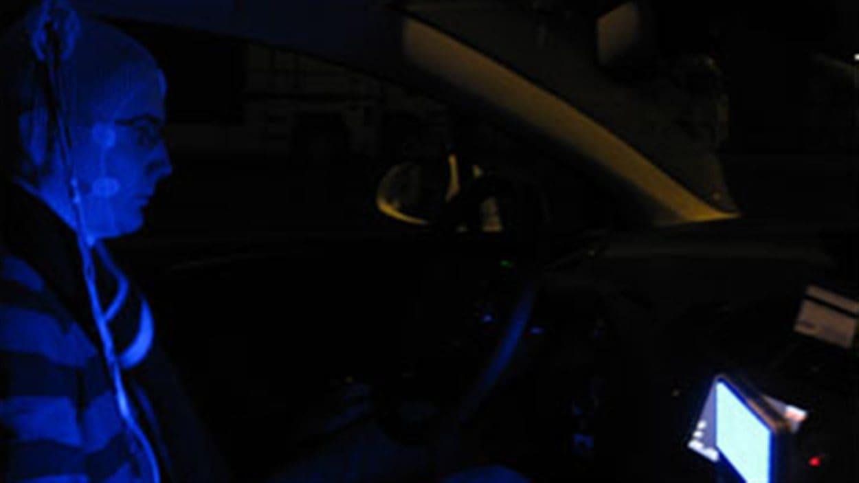 Intérieur du véhicule montrant la position et l'intensité de la source lumineuse