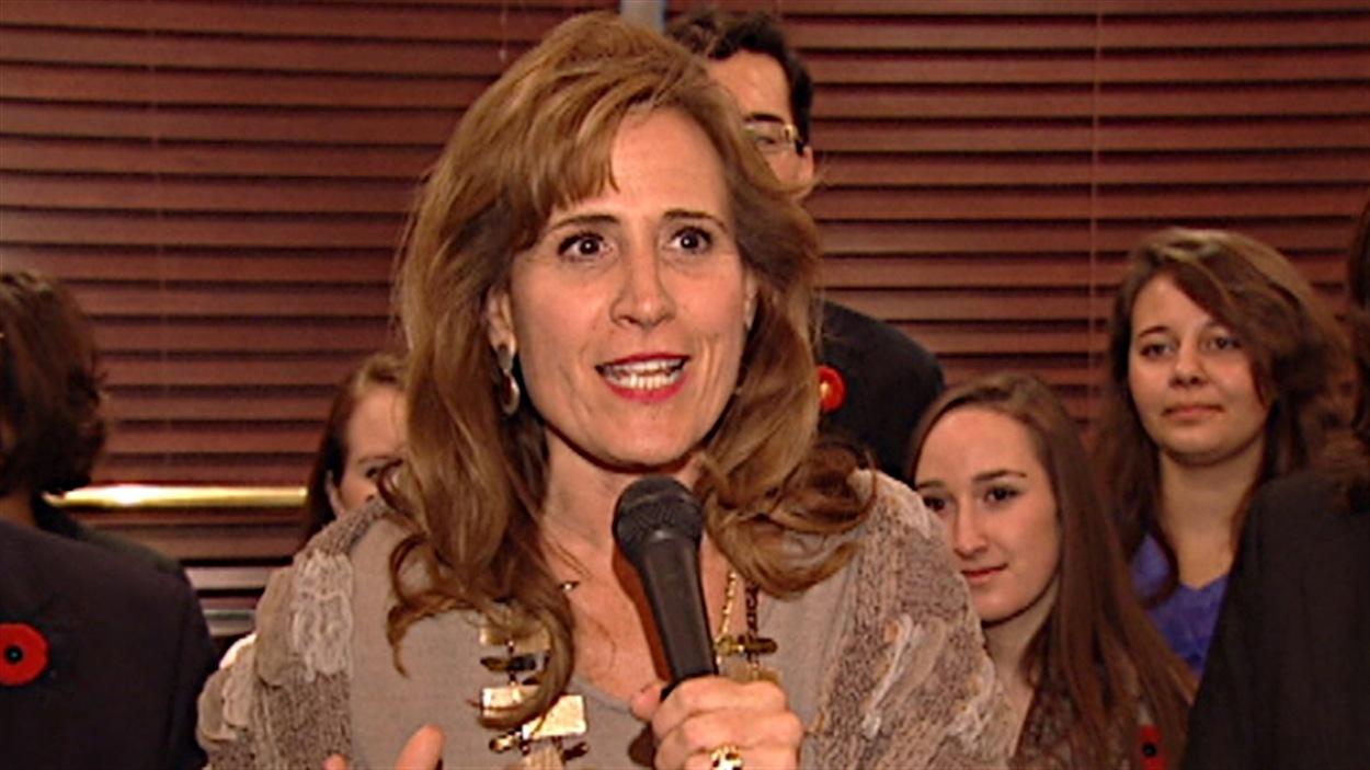 L'ex-ministre Sandra Pupatello est de passage à Ottawa pour sa campagne en tant que candidate du Parti libéral de l'Ontario.