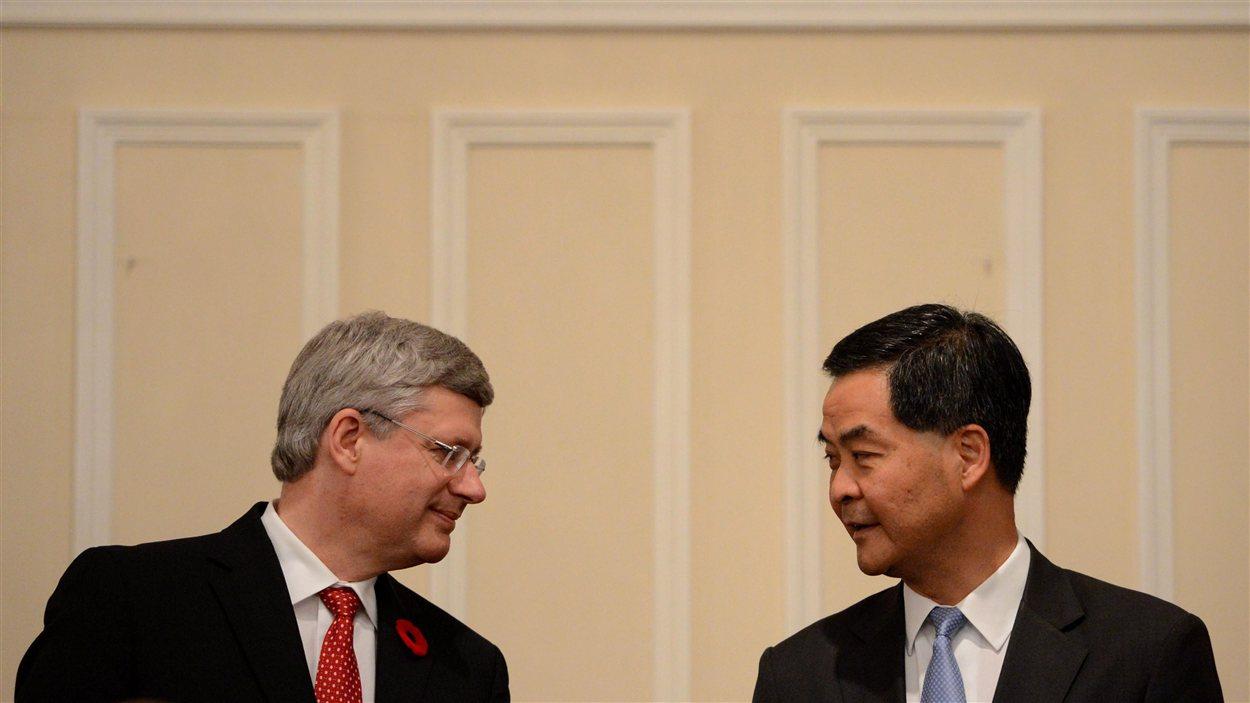 Le premier ministre Stephen Harper et le chef exécutif de Hong Kong Chun-ying Leung, le 11 novembre.
