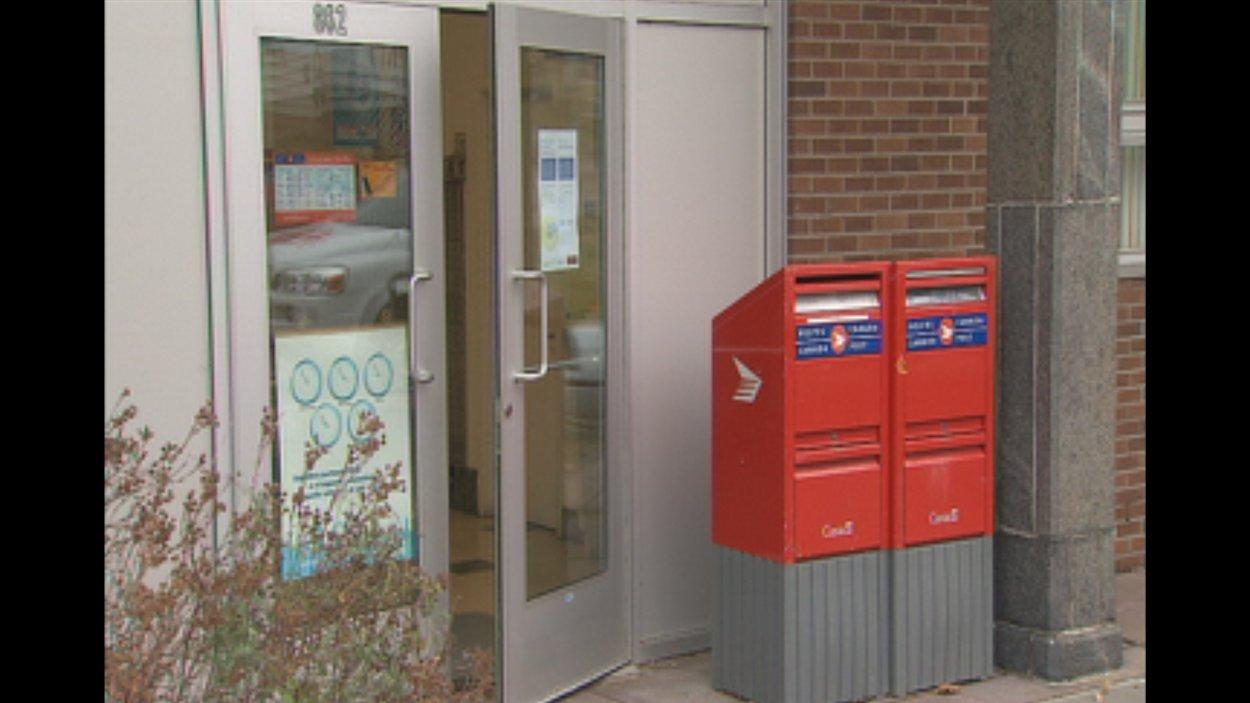 Postes canada ferme le bureau de poste de port alfred ici radio - Bureau de poste gatineau ...