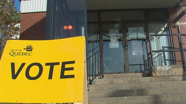 Un bureau de vote dans le district de Charlesbourg