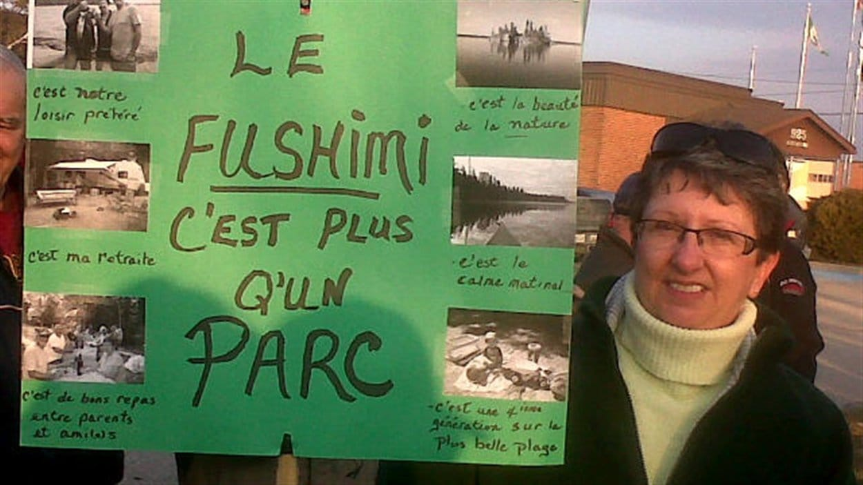 Près de 400 personnes ont manifesté à Hearst pour protester contre les compressions dans le parc provincial Fushimi.