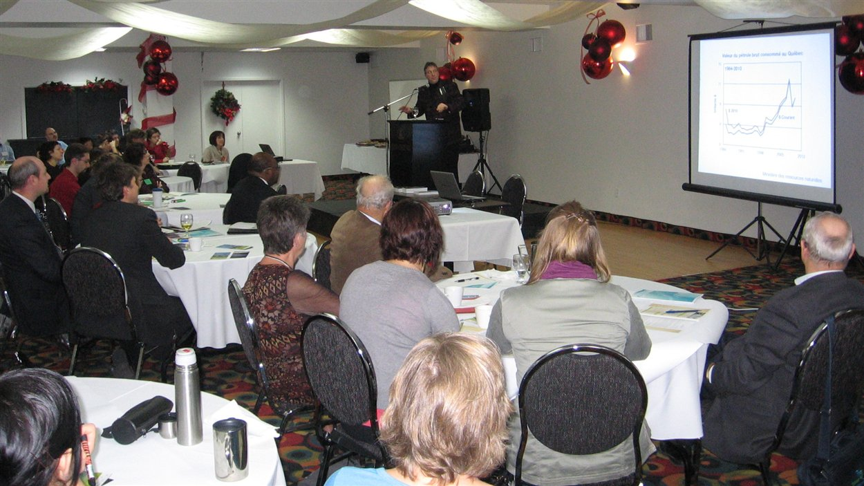 Une cinquantaine d'acteurs du monde politique et du monde économique de l'Abitibi-Témiscamingue participent au Forum régional sur l'énergie.