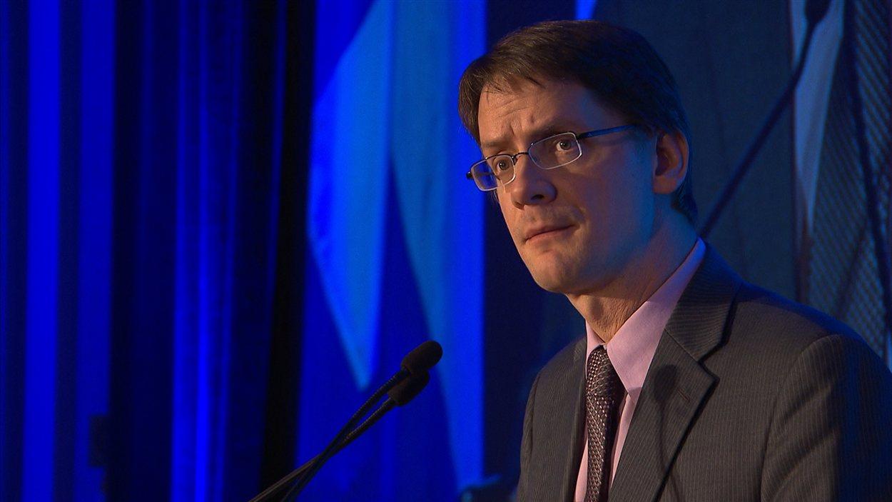 Sylvain Gaudreault prononce un discours lors du dévoilement du livre blanc des municipalités du Québec.