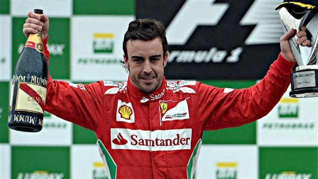 Fernando Alonso sur le podium du Brésil