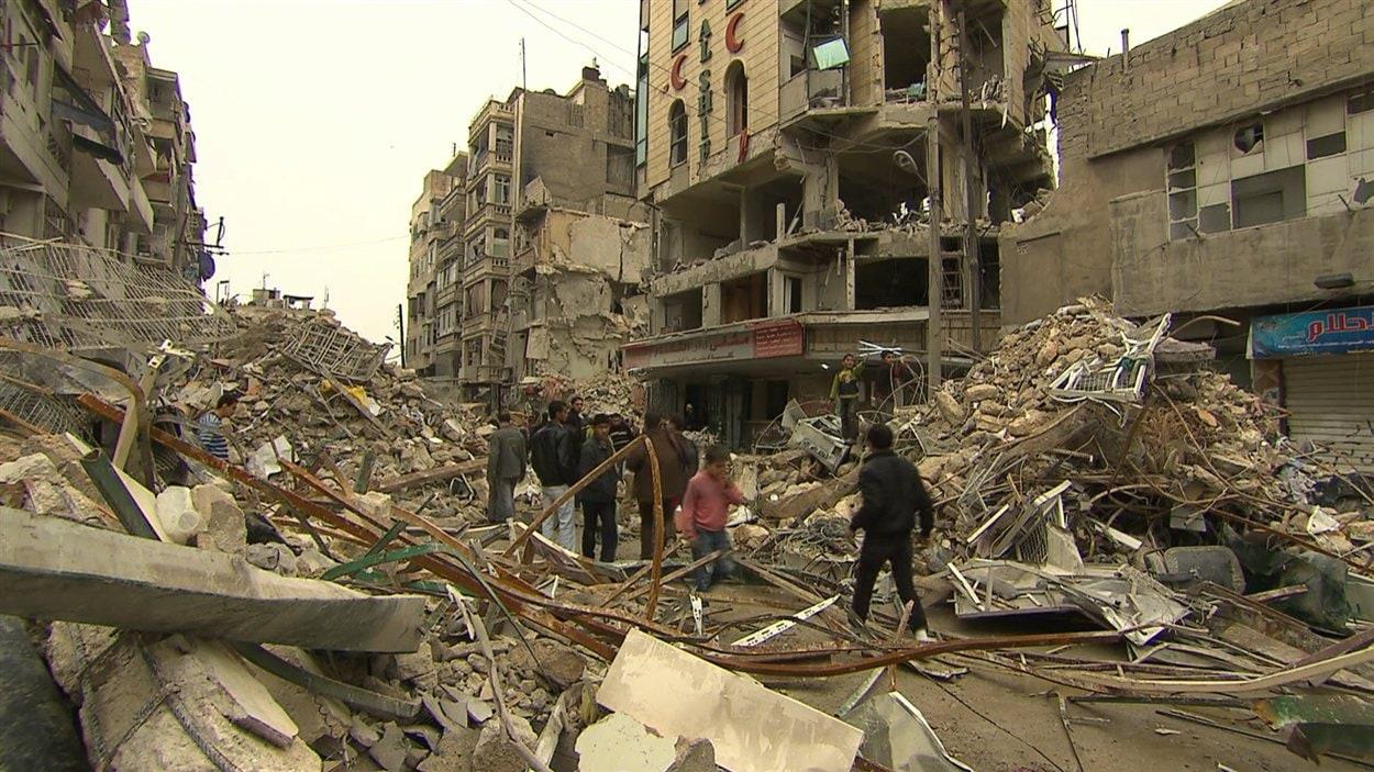 La ville d'Alep, rasée par les bombardements de l'aviation syrienne