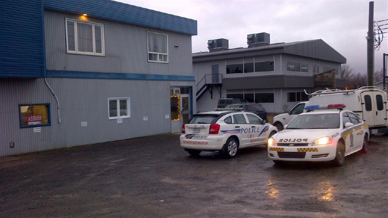 Des policiers lors de l'opération anti-drogue