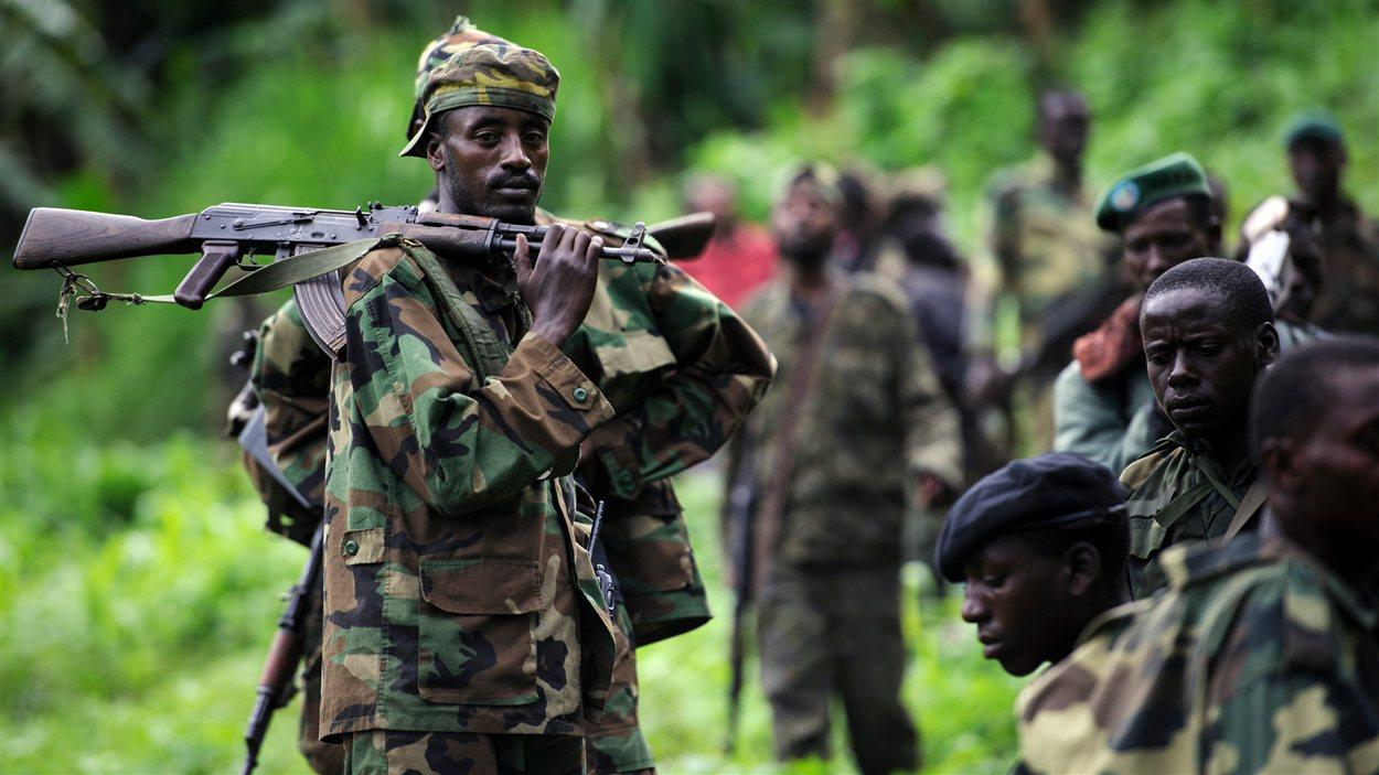 Des rebelles du M23 dans le village de Karuba, dans l'est de la République démocratique du Congo.