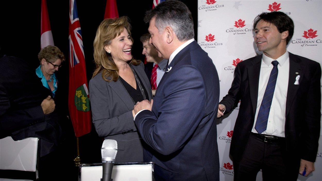 Les candidats à la course à la direction du Parti libéral de l'Ontario après un débat à Toronto