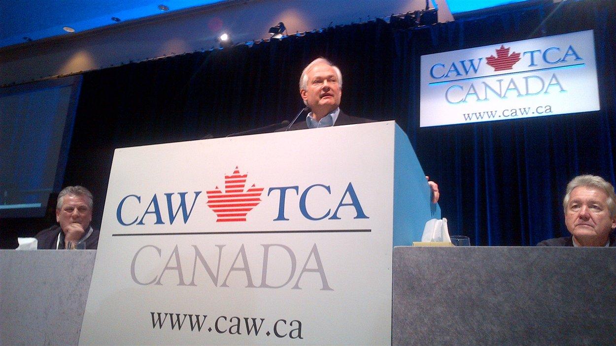 Le directeur de l'Association des joueurs de la LNH, Don Fehr, s'adresse samedi après-midi aux membres du syndicat des Travailleurs canadiens de l'automobile (TCA).