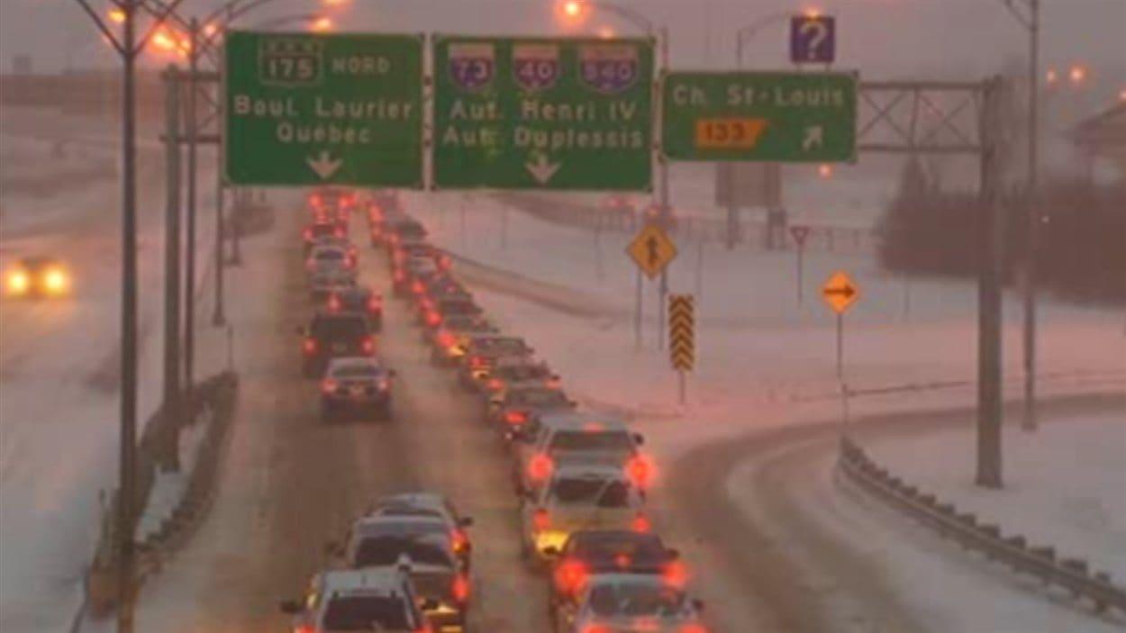 Les voies enneigées dans la régions de Québec