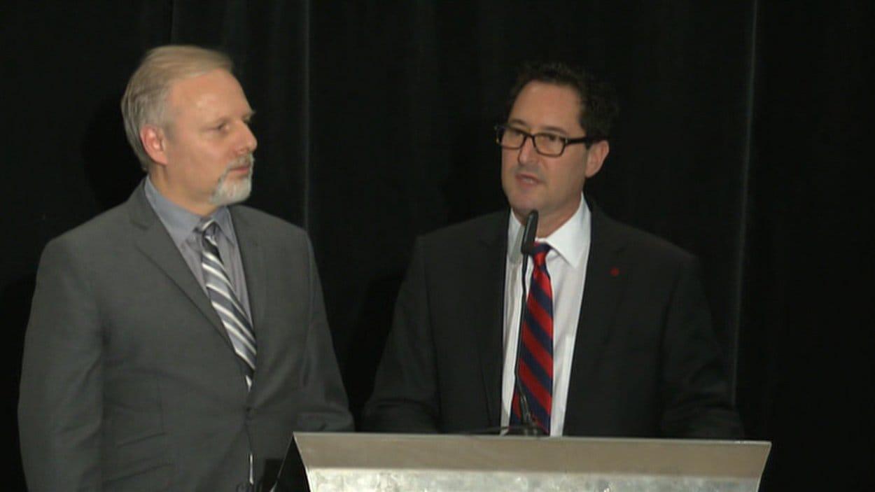Le ministre  responsable de la région de Montréal, Jean-François Lisée, et le maire de Montréal, Michael Applebaum