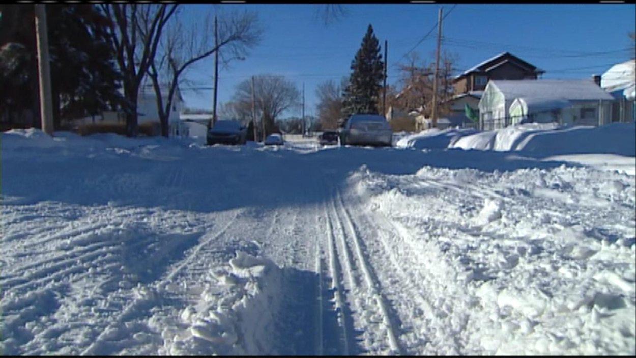 Une rue de Saskatoon enneigée, le 12 décembre 2012.