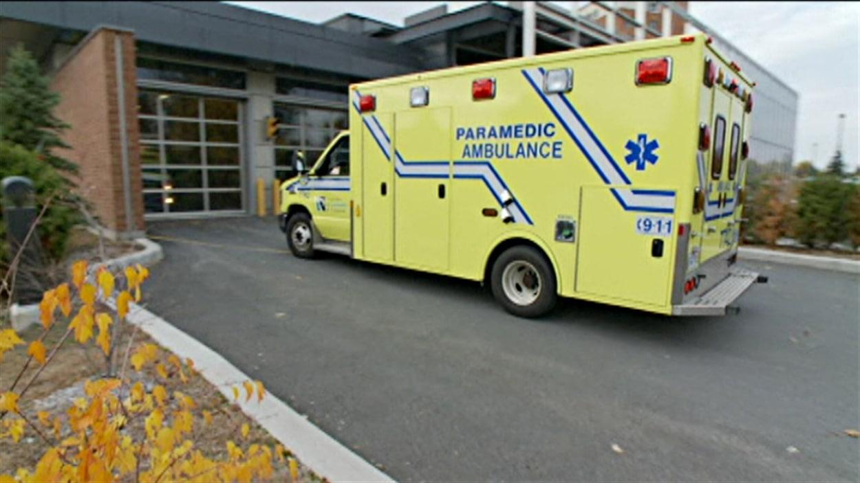 Les ambulanciers doivent prendre des billets d 39 attente aux for Garage gatineau fontaine le comte
