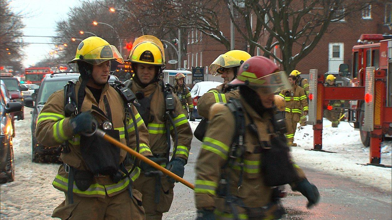 Des pompiers du Service de sécurité des incendies.