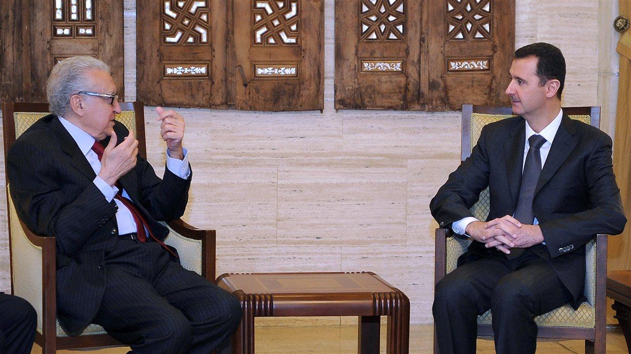 Lakhdar Brahimi et le président Bachar Al-Assad lors de leur rencontre lundi