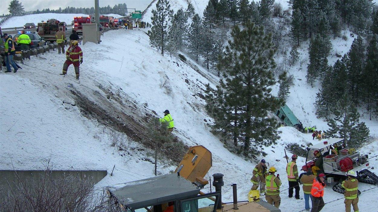 Les équipes de secours sur les lieux de l'accident, le 30 décembre.