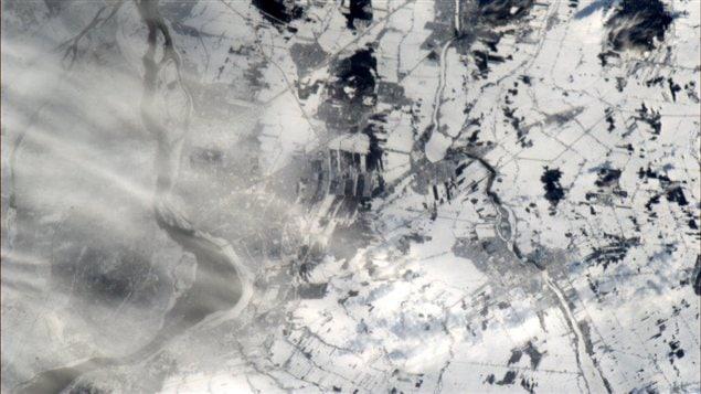 Montréal, à gauche, et la Rive-Sud depuis la Station spatiale internationale. Photo prise par Chris Hadfield.