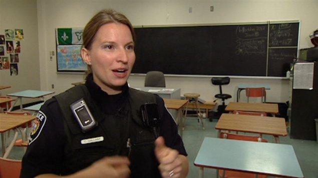 L'agente scolaire pour la police d'Ottawa, Caroline Gallant