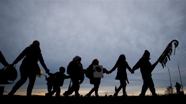 Les manifestants autochtones à Surrey, en Colombie-Britannique