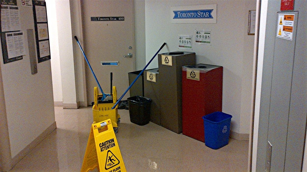 L'heure est au nettoyage à l'Édifice national de la presse, à Ottawa, après un dégât d'eau mineur.