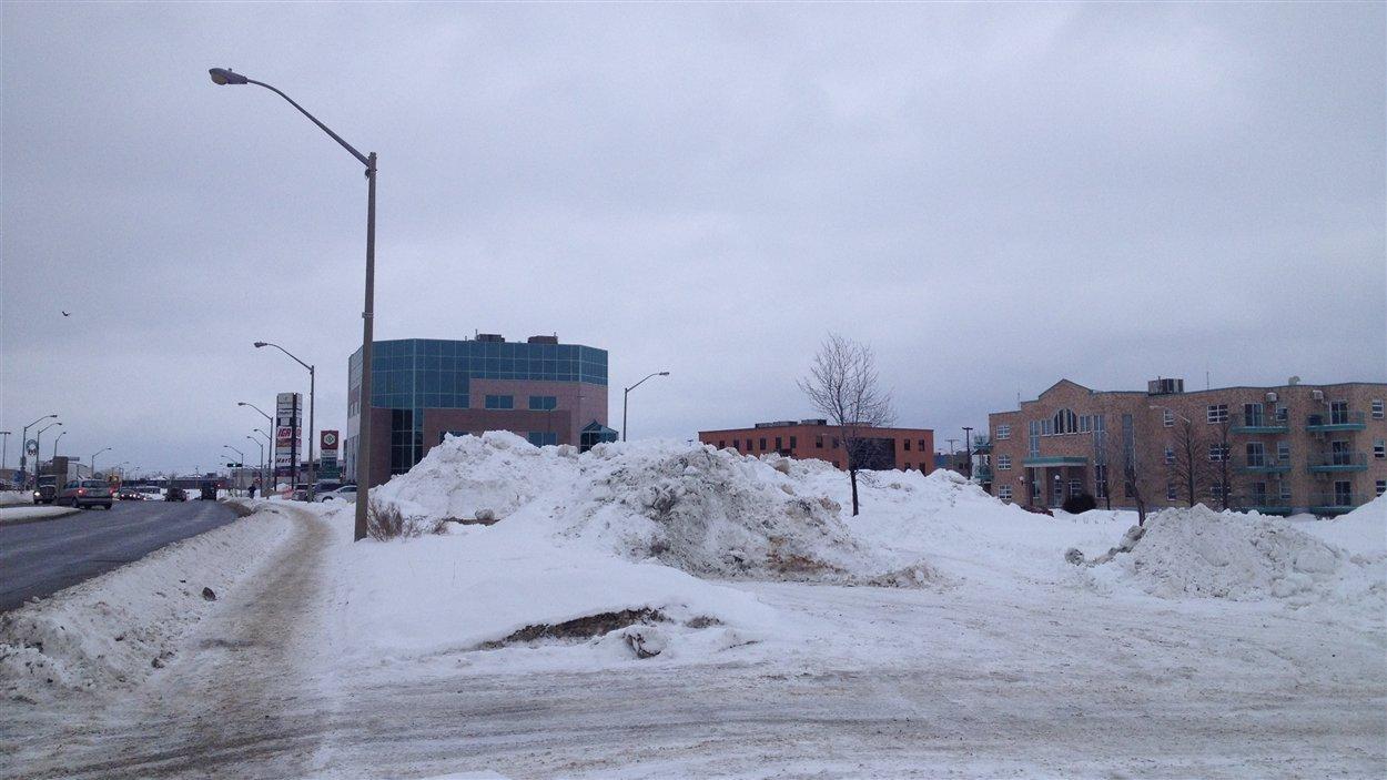 Emplacement du futur immeuble à logements de Réseau Sélection, sur l'avenue Québec, dans le centre-ville de Rouyn-Noranda